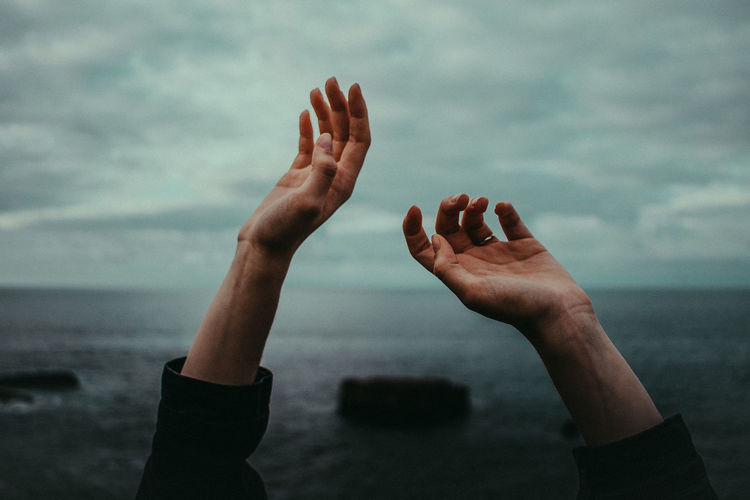 Kissing with hands is like reaching a different heaven. EyeEm Of The Week Hands The Week On EyeEm Close-up Horizon Over Water Human Body Part Human Hand Lifestyles Nature Outdoors Real People Sea Sky Water