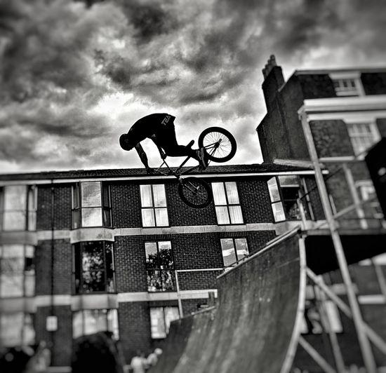 Drop in! Bmx Cycling BMX4Life HalfPipeTrick