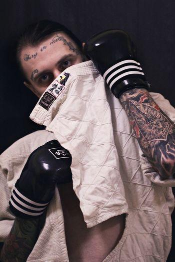 Tatoo Tattooartist  Tattooface Tattooboy tattoo life Tattoo One Person Young Adult Front View Adult Lifestyles Portrait Waist Up