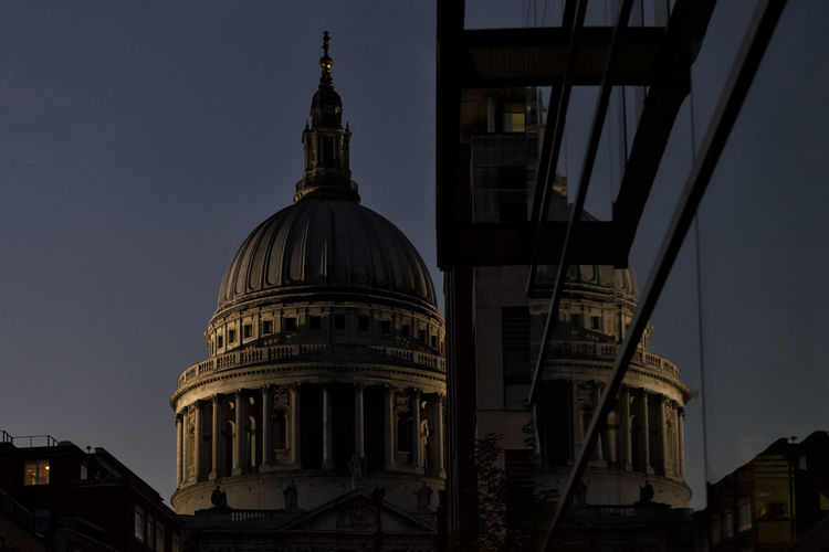 Low angle view of st pauls cathedral against sky