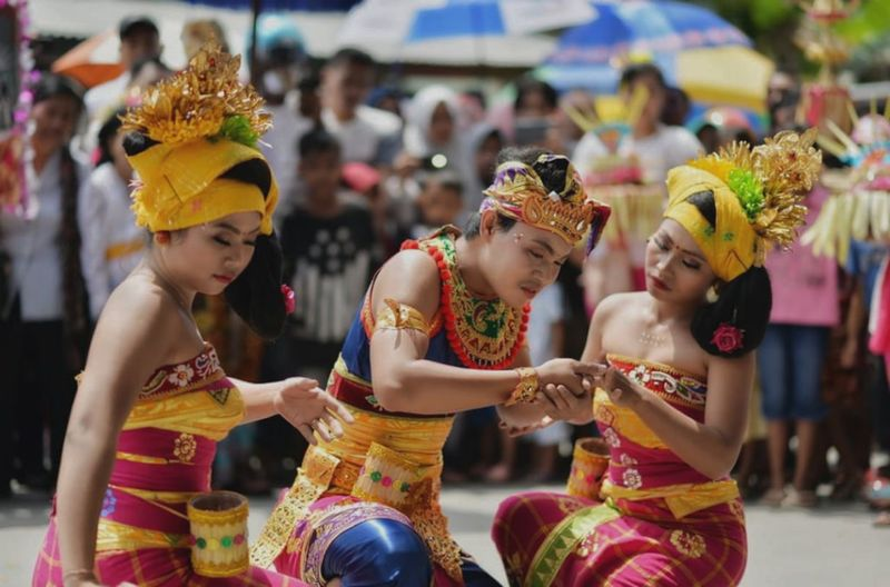 bali's dancing Balinese Traditional Clothes City Young Women Multi Colored Performance Traditional Dancing Holi Women Dancer Arts Culture And Entertainment Ceremony Carnival - Celebration Event Traveling Carnival Ceremonial Make-up Stage Make-up Face Powder Traditional Ceremony