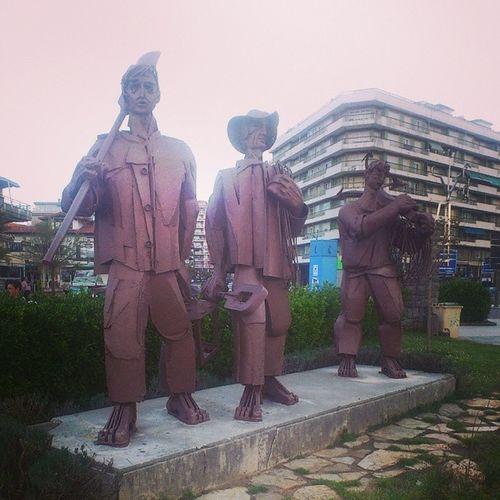 Laredo Pescadores Mar Lluvia cantabria esculturas