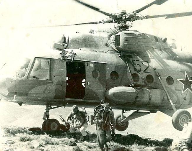 Udssr 35mmfilmphotography 1985 Black & White Millitary СССР ОКСВА Mountain афганистан Вертолет Ми-8 AFghanistan lAnding десантирование