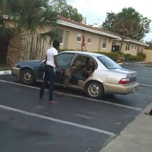 Watching random videos on youtube. Notice car door on background. Hahahaha Youtube Videos Ghetto Black girlfights car door missing lol haha random