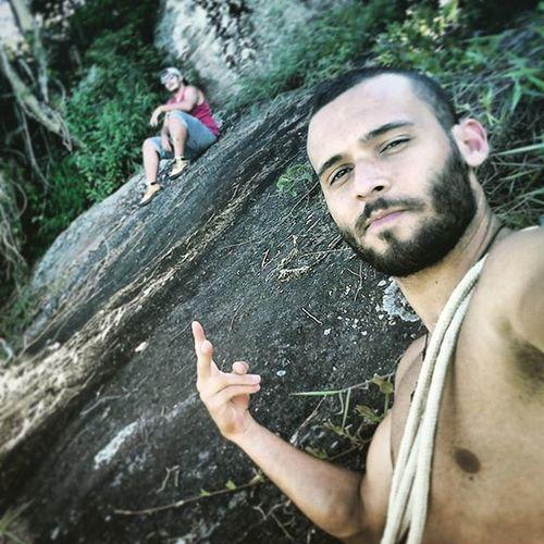Nenhum rio é profundo o bastante, nenhuma rocha é impossível escalar quando acredita-se que o mundo está ao seu alcance! 💪. . . . . . . Trekking Nature Climbing Slacklife Tocostrekking Strong Varzeadapedra Sertaodabernardina Ecoturismo
