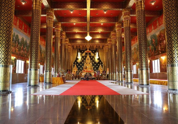 Illuminated Lighting Equipment Arts Culture And Entertainment Luxury Reflection Gold Colored Indoors  No People Architecture Water Gold Connected By Travel