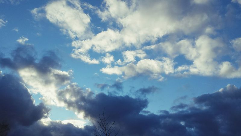 Taking Photos Check This Out Beautiful Blue Sky Clouds And Sky Wonderful Walking Around Clouds Happy Hi!