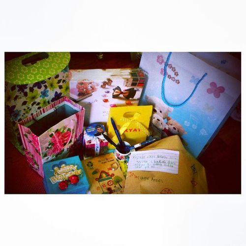 Hadiah dr budak2... Walaupun kena marah2, mau bg hadiah juga dgn cikgu.. :') Kids 4bestari