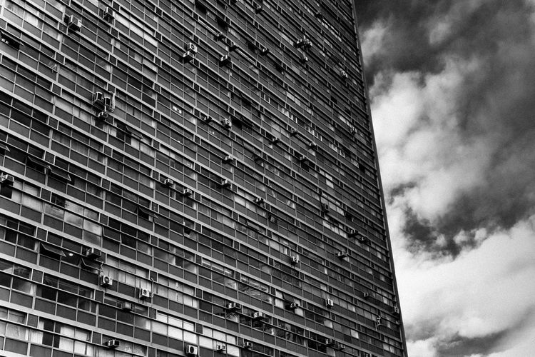 Building in São Paulo downtown. Brazil City Downtown SP Sao Paulo - Brazil Shapes Architecture Building Exterior Built Structure Bw Cloud - Sky Day Downtown São Paulo Grey Grey Sky Lines And Shapes Low Angle View No People Outdoors Sad Sky Skyscraper Squares Window Windows