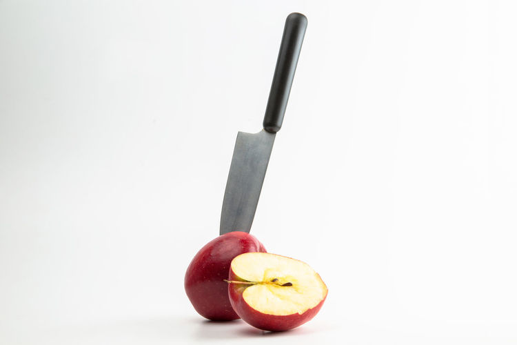 Fruit Food Food And Drink Healthy Eating Kitchen Knife Apple - Fruit White Background Studio Shot Wellbeing Indoors  Freshness No People Still Life Copy Space Knife Single Object Close-up Red Knife - Weapon Sharp Dietary Fiber Diet & Fitness Healthy Lifestyle