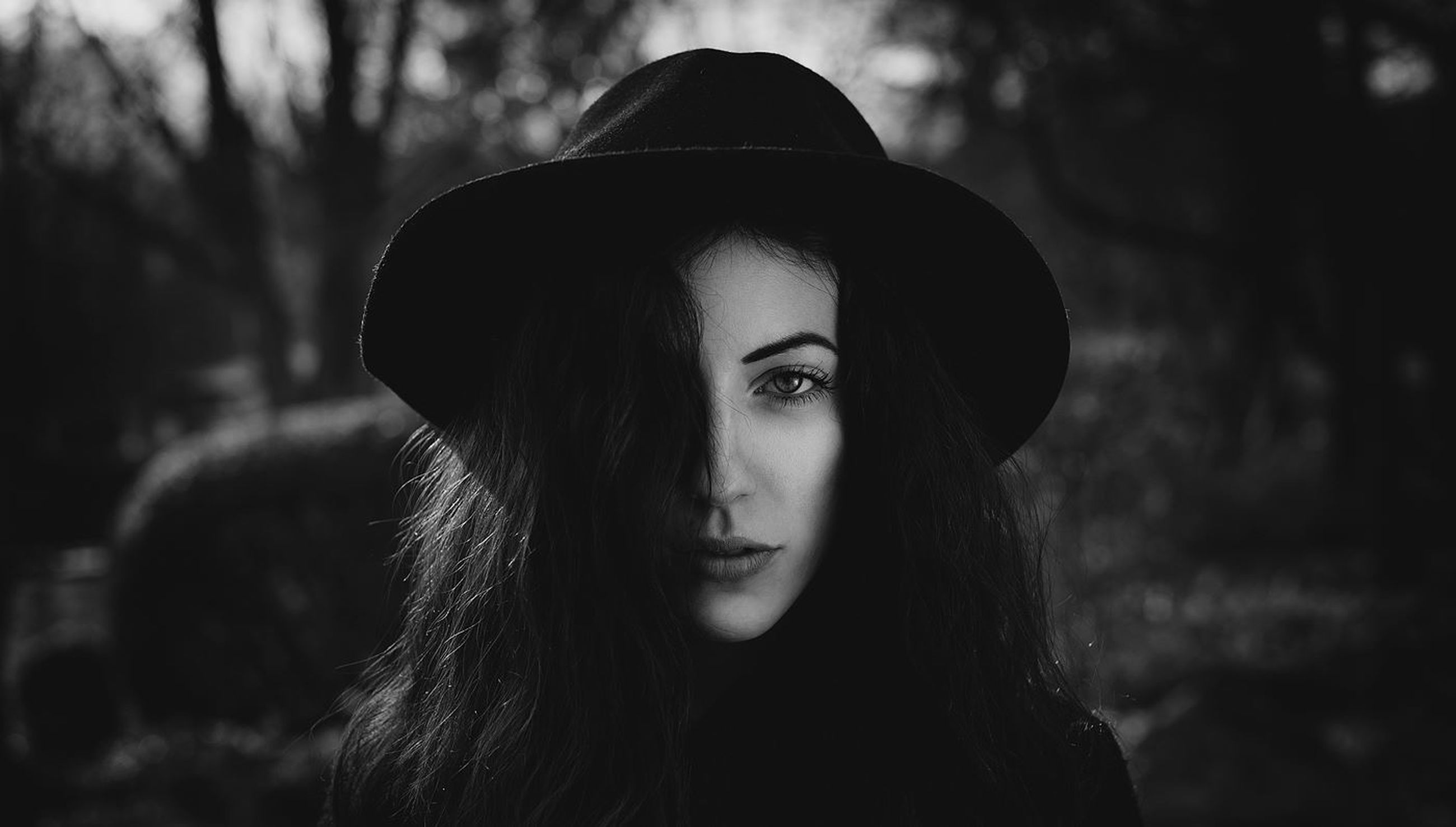 headshot, focus on foreground, young adult, lifestyles, portrait, looking at camera, leisure activity, close-up, young women, head and shoulders, person, long hair, front view, human face, contemplation, serious, brown hair