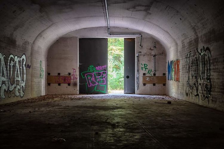 Lost Place Bunker Amis  Miltary Lostplace Lostplaces Photography GERMANY🇩🇪DEUTSCHERLAND@ Art Corridor Door Architecture Built Structure Graffiti Old Ruin Street Art Ruined Spray Paint