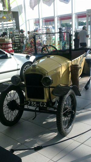 Travelphotography Oldtimer Peugeot