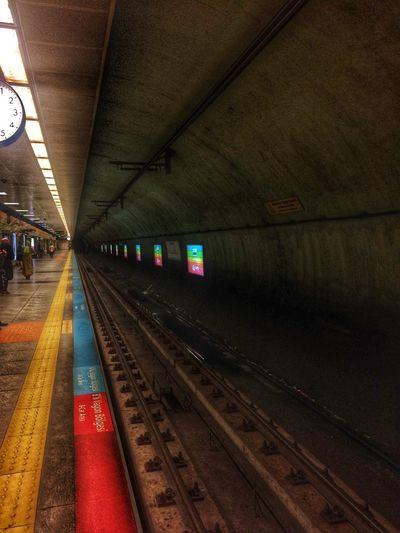 Illuminated Transportation Dirty Railroad Station Metro Station Lines Metrotrain
