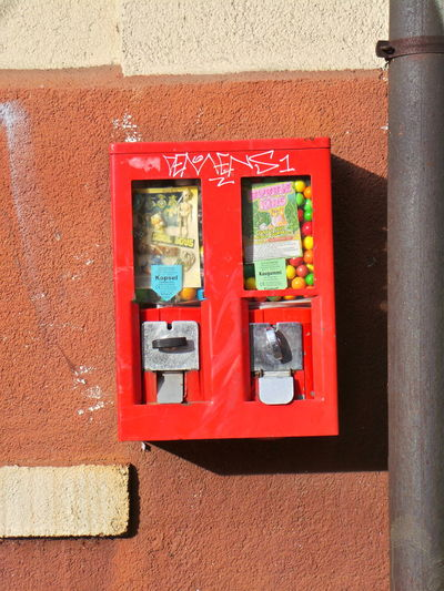 Bubble Gum Chewing Gum Chewing Gum Dispenser Chewing Gum Vending Machine Kaugummi Kaugummiautomat Leipzig Red Rot Wall Wand