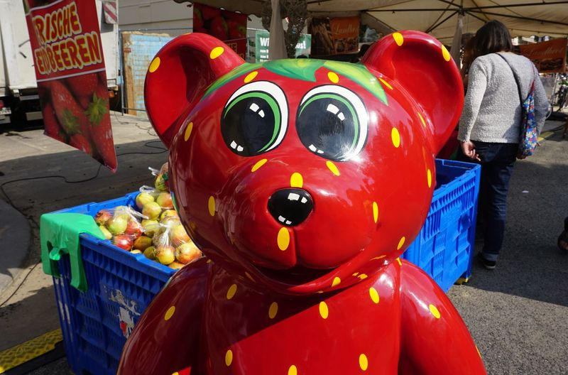 Findet den Fehler🤗 Strawbear Springtime Bear Beauty In Nature Marketplace Apples Multi Colored Strawberrys Sunny Day Clown Spooky Red Evil Store Traditional Festival Colorful