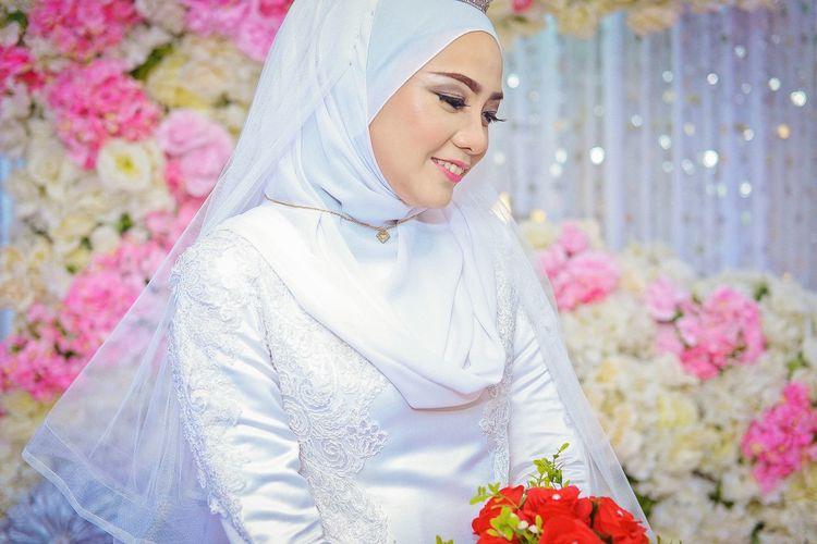 EyeEm Selects Flower Beautiful Woman Beauty Smiling Beautiful People Multi Colored Portrait Women Females Happiness