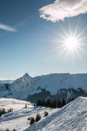 Berge Gebirgsbach Nebel Schnee Skiing Skiing In Austria 👌 Wintersport Wintersportgebiet Berg Cold Temperature Fog Gebirge Montains    Mountain Mountains Ski Ski Fahren Skigebiet Snow Sun Sunlight Winter Wintersportarea Wintersportregion Wintersports