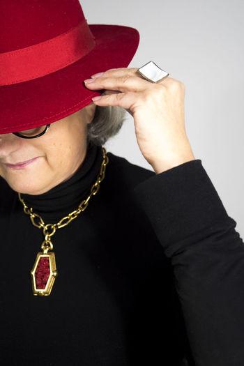 En rouge et noir Portrait Portrait Of A Woman Human Hand Gold Studio Shot Gold Colored Fashion Arts Culture And Entertainment Black Color Luxury Gold Chain  Jeweller Precious Gem Formal Portrait Bling Bling Personal Accessory