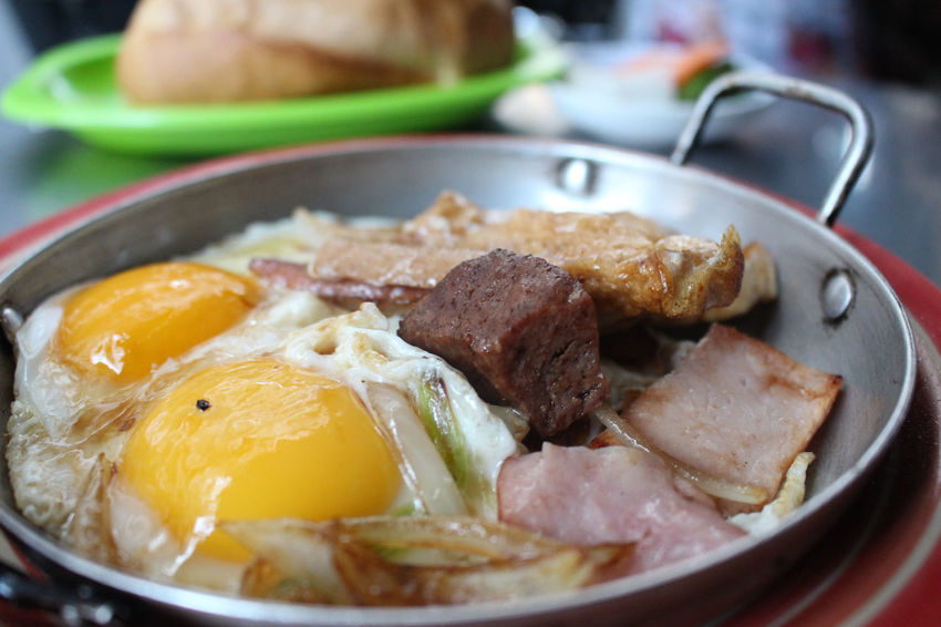 Banhmi Banhmivietnam Banhmy Banhmychao Breakfast Breakfast Time Breakfast ♥ Close-up Day Food Food And Drink Freshness Fried Egg Healthy Eating Indoors  No People Ready-to-eat Serving Size Vietnamfood Vietnamfoodstreet