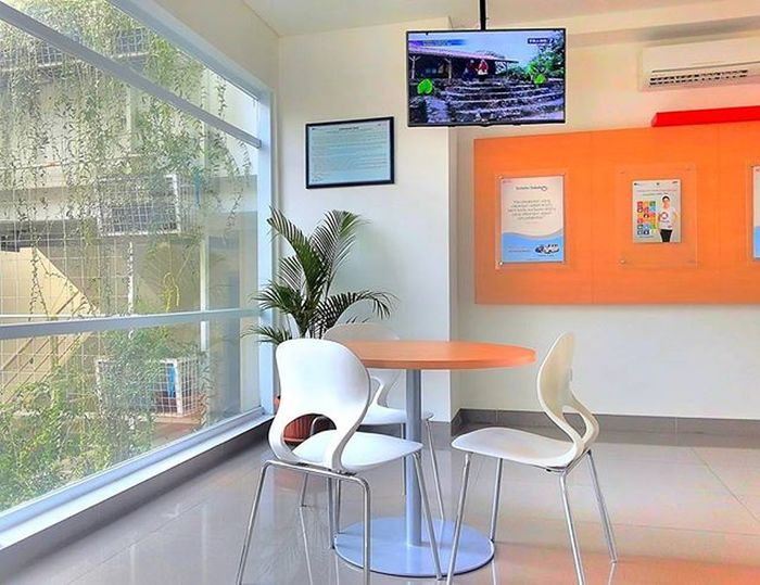 Ruang Tunggu -- Waiting Room Televisinet Bandung Bandungbanget Ruangtunggu Regramtime Regram INDONESIA Vscocam Fullcolor Mix Menunggu Daihatsu