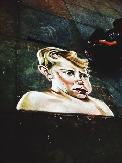 London Londres Art Arte Child Childhood Children Childrens Criança Infancia Sadness Cry Tristeza Chorar England Inglaterra Summer 2016 Artist Artista Painter Pintor Street Artist Bad Weather Mau Tempo First Eyeem Photo