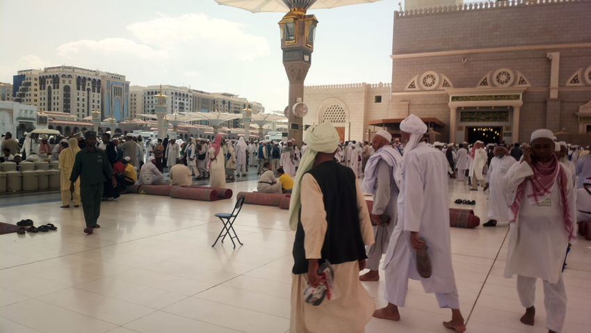 Large Group Of People People Adult Full Length Vacations Architecture Crowd Day Outdoors City Politics And Government Lifestyles Hajj Umrah Solat Muslim Islamic Architecture Islam Arab Nabawi Mosque Madinah Al-munawwarah Architecture Ibadah Ziarah Adult
