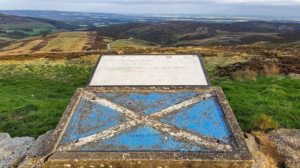 Scottish Pride The beautiful Mearns seen from the Cairn o' Mount viewpoint. ☺👍 Viewpoint StAndrewsCross Scotland Proud Flag Map Peak Summit Rustic Textures Sky Spring Sunshine Beautifulday Beautiful Cairnomount Mountain Aberdeenshire Landscape POTD Photooftheday Visitaberdeenshire VisitScotland Britains_talent Loves_Scotland brilliantmoments @visitabdn