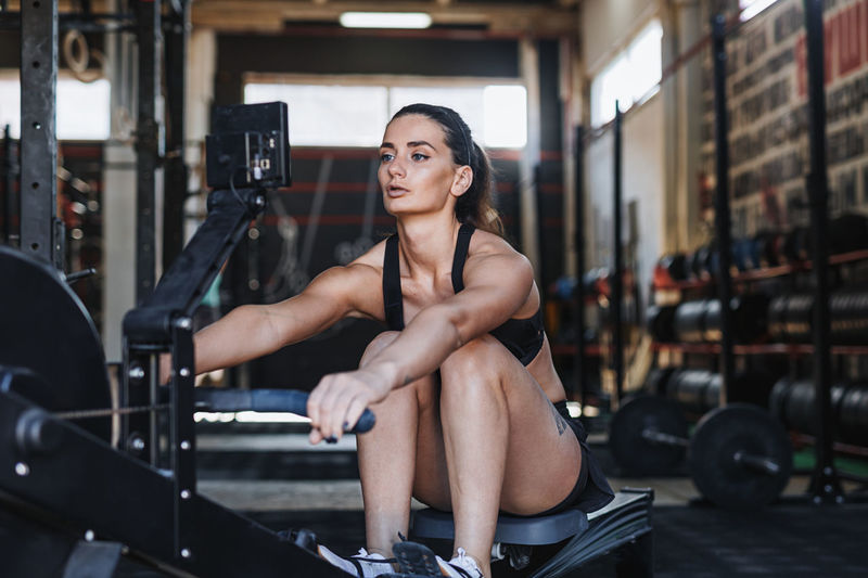 Effort Exercising Females Sitting Woman Work Out Young Activity Body Cardio Crossfit Fitness Healthy Lifestyle Indoors  Lifestyles One Person Practicing Real People Rowing Machine Training Young Adult