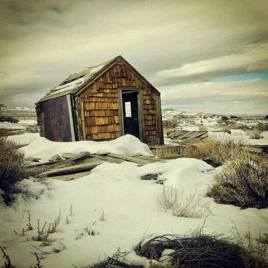 Dead of Winter House Old-fashioned Snow No People Tranquility Landscape Sky Nostalgia Old House Oldtime Old Western Decorative Art Wood Art Wood Grain Travel Destinations Traveling The World Oldwest Decor Architecture Nevada Desert Old Buildings Nevada, USA Travel Photography Southwestern Promised Land
