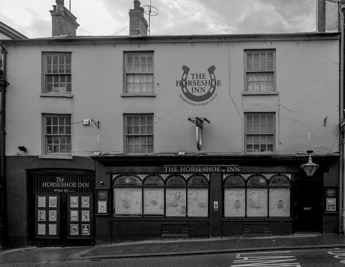 The Horseshoe Inn, Sheep Street, Wellingborough, Northamptonshire Street Wellingborough Black And White Urban FUJIFILM X-T2 Town Monochrome Northamptonshire Monochrome Photography Northampton Pubs Pubs