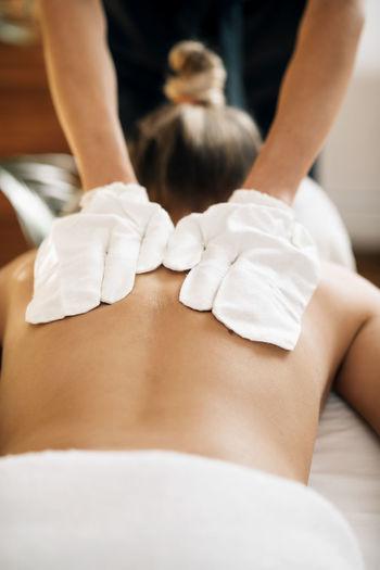 Dry ayurvedic back massage with garshana silk gloves