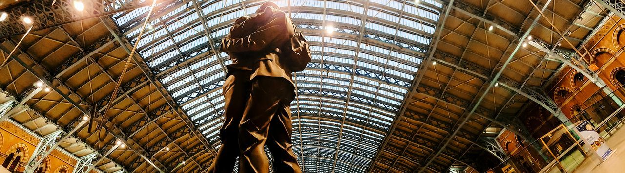 Statue Coming Home Cominghome Homecoming Home Coming Streetphoto_color Panorama Panoramic Photography St. Pancras London LONDON❤ London_only Streetphotography Street Photography Streetphoto Archtecture Urban Building Londononly Architectureporn Londonthroughmycam Architecture Photography Architectural Feature Urban Lifestyle Architectural Detail Postcode Postcards