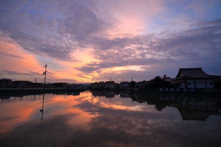 十五夜の夜明け前2016/09/15 sunrise Reflection Beauty In Nature Orange Color Sunrise Early Morning My Fevorite Place Autumn2016 Catch The Moment From My Point Of View
