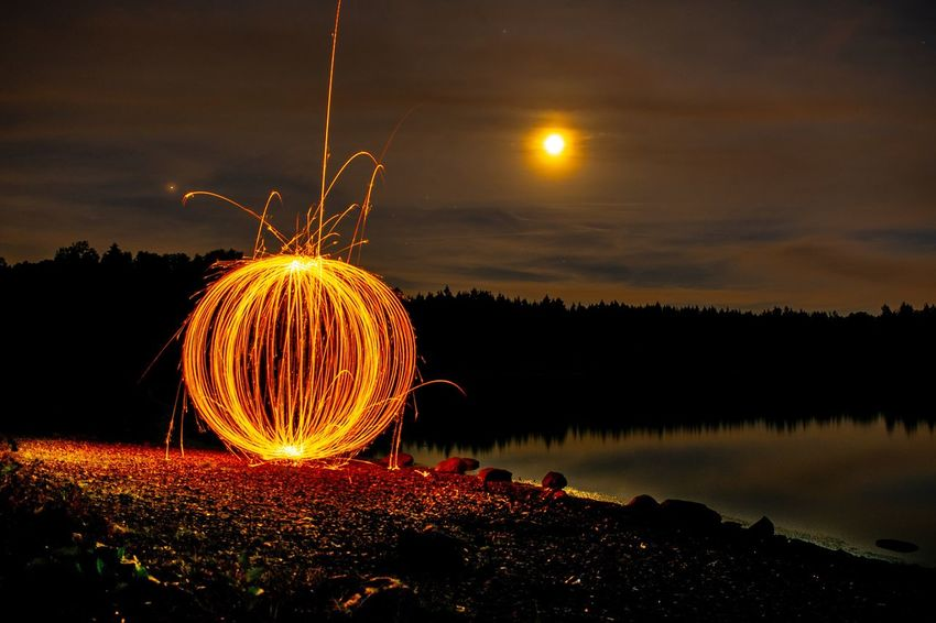 Orb und Halbmond Lightpainting Orb Lake View Lake Moon Night Illuminated Motion Glowing Orange Color Wire Wool Sky Blurred Motion Long Exposure Spinning Geometric Shape No People Sparks