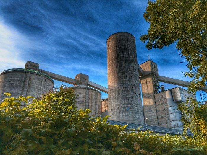 Grey Factory in The Green Nature Architecture Tree NRW Germany Factory EyeEm Best Shots Nature Ennigerloh Kreiswarendorf Green The Color Of Technology TakeoverContrast Dramatic Angles