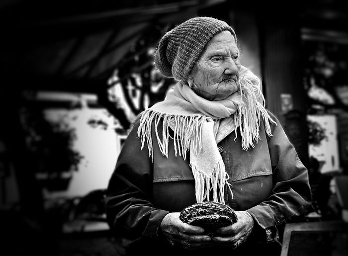 Rome who will buy her knitted pot stand Rome Shootermag Portrait Blackandwhite Streetphotography The Art Of Street Photography
