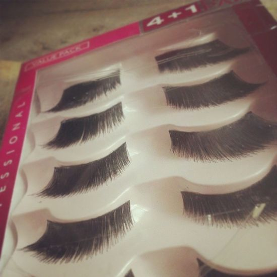Went to the mall the other night after dinner with Kim and I picked up these new lashes. I've tried the brand before but I have never had this shape. I just love the way they fan out! Falsies Kisslashes beauty