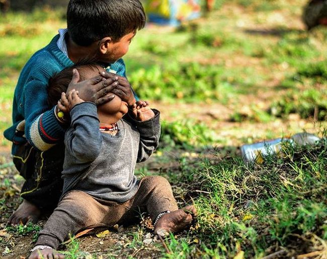 Udhar Mat Dekh. .ganda photo leti hai bandi... Storiesofindia Dfordelhi Indiapictures Oyemyclick DelhiGram Delhidiaries Delhiwale Innisfreeindia Innigreenmyway @innisfreeindia Innistagram