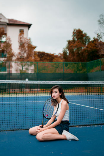 time has made you mellow Portrait Of A Woman Portraits Portrait Photography Girl Faces Of EyeEm Looking At Camera Tennis 🎾 Tennis Court Sad Peaceful Young Women Full Length Sitting Portrait Beauty Beautiful People Smiling Fashion Natural Beauty Inner Power