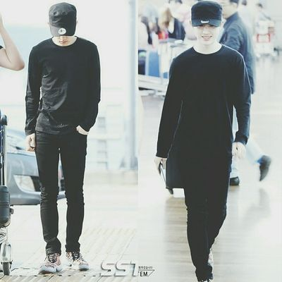 | 140611 | Changsa Airport . Kyungie's slim + fit body... Freakin sexy Oh ya right, I just back home from Changi Airport(SG) last night Hhaaa~ 回家真舒服 I will post some pictures which are Kyungsoo recording in the Happy Camp(快乐大本营)..... I can't wait it~~~ I wanna watch the program RIGHT NOW!!! . SSTV / Dyotem || Kyungsoo Dokyungsoo 都暻秀 嘟嘟 도경수 디오 exok exo exom exotic 엑소 xenpais EXOsmine smpackofwolves exodaebakkk kyungsooish || follow @d.otv