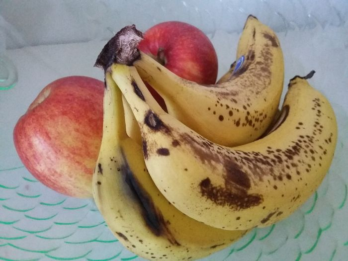 Apples and bananas. Apple Banana Fruits Food Sweet Ripe Ripe Fruit Delicious Yellow Red Still Life Banan Frukt Rød Gul