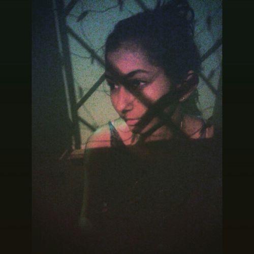 É preciso ter força para amar ou escolher não amar.. ? Enjoying Life VanessaDaMata Prima Taking Photos Nightphotography Feriassualinda Nanuque-Mg Goodvibes Filter Sadgirl