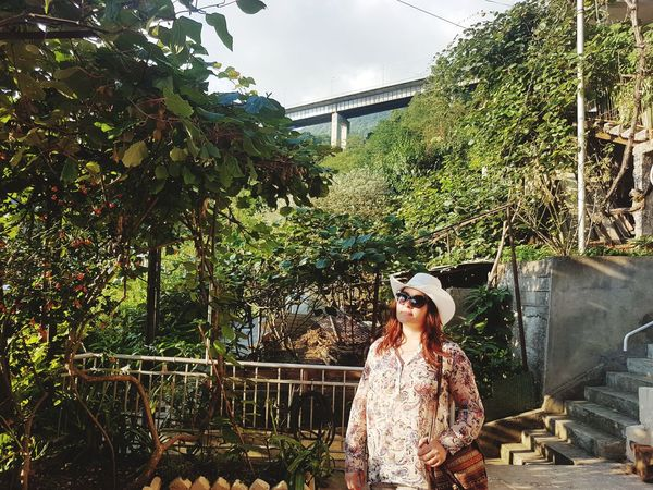 Me on vacation 😎 Me Girl Hat EyeEm Selects Tree Young Women Standing Women Portrait Sky Greenhouse Genetic Modification Horticulture Florist Botanical Garden Planting Gardening Gardening Glove Plant Nursery Bridge - Man Made Structure Sunglasses Fence Footbridge Specimen Holder Blooming Growing