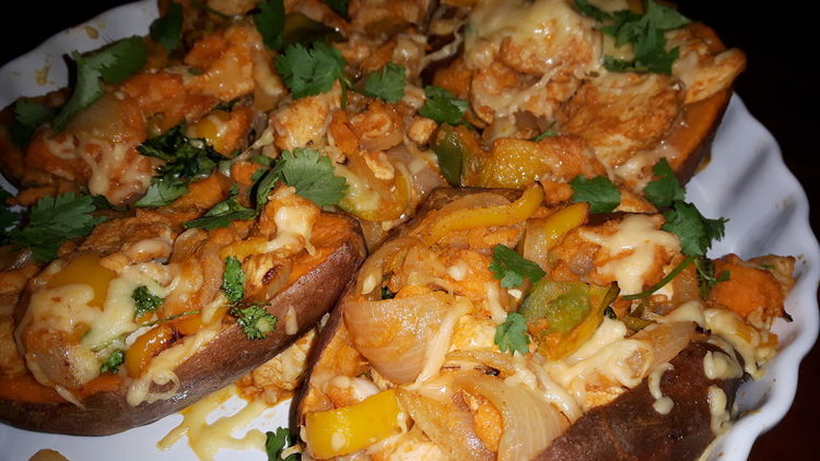 Sweet Potatoes Filled Sweet Potatoes Food Healthy Eating Mexican Style Mexican Food Chicken Grated Cheese