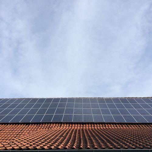 Solar Panels Solar Energy Minimal Sky_collection Roof Rooftop Panels Pattern Pieces Showcase: February Backgrounds Background Image Energia Solare Pannellisolari Sonnenkollektor Sonnenkollectoren