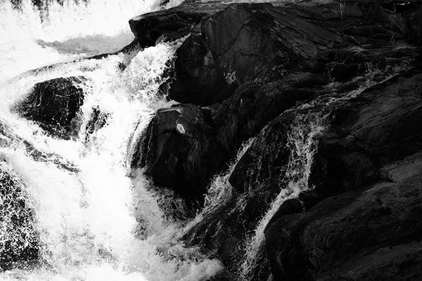W h i t e N o i s e . . . . . . . . . Waterfalls River Rocks Waterphotography Bnw_life InstaBnW Instacolor Contrasts Shadowsandlight Darkphotography Blackandwhitephotography Mobilephotography Landscapelovers Naturephotography Feelings Bwstyleoftheday Bw_lover Fineartphotography Exploringtheglobe Nevergiveup Photowall Gallery_of_bw Instagallery Newengland Newhampshire passion ilovephotography bw_art fineart_photobw