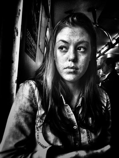 The Portraitist - 2017 EyeEm Awards One Woman Only Only Women Portrait Black & White Blackandwhite Photography Street Photography Streetphoto_bw