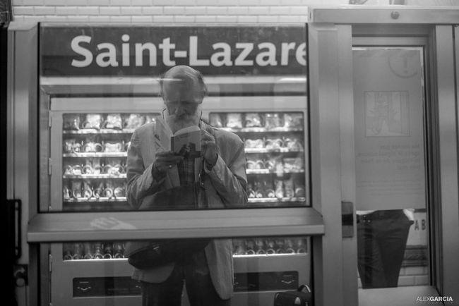 MetroParis Public Transportation Subway Metro Paris Street Photography Paris Eyeemfrance Parisian Blancetnoir The Street Photographer - 2015 EyeEm Awards Eyembestshots