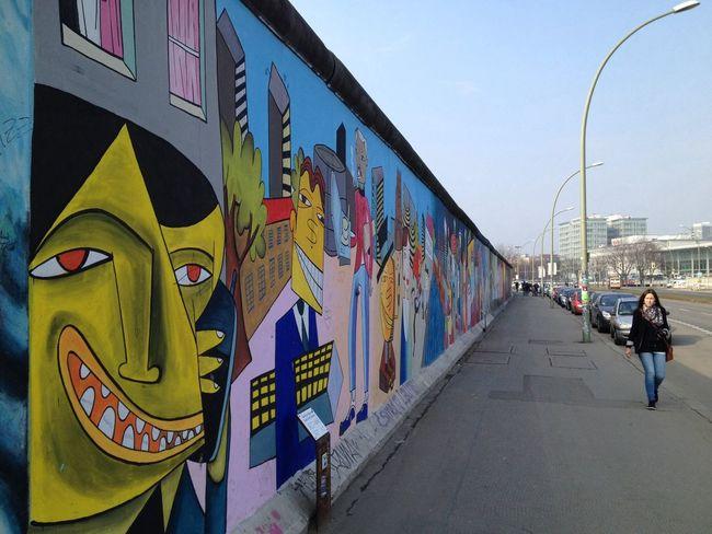 Traveling Holiday Berlin Wall